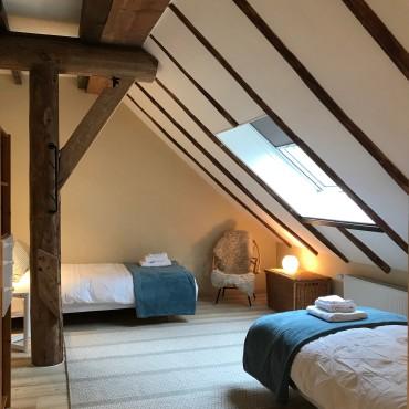Gastenkamer met 2 eenpersoonsbedden